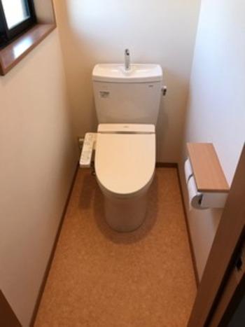 色合いもきれいなナチュラルトイレに変身です♪