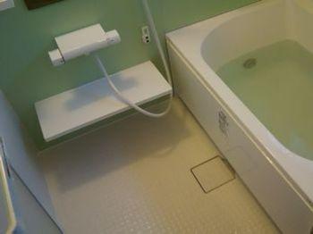 バリアフリーのおかげで、安心してお風呂に入れます。また、冬場も(ユニットバスの断熱性のため)暖かく入れます。